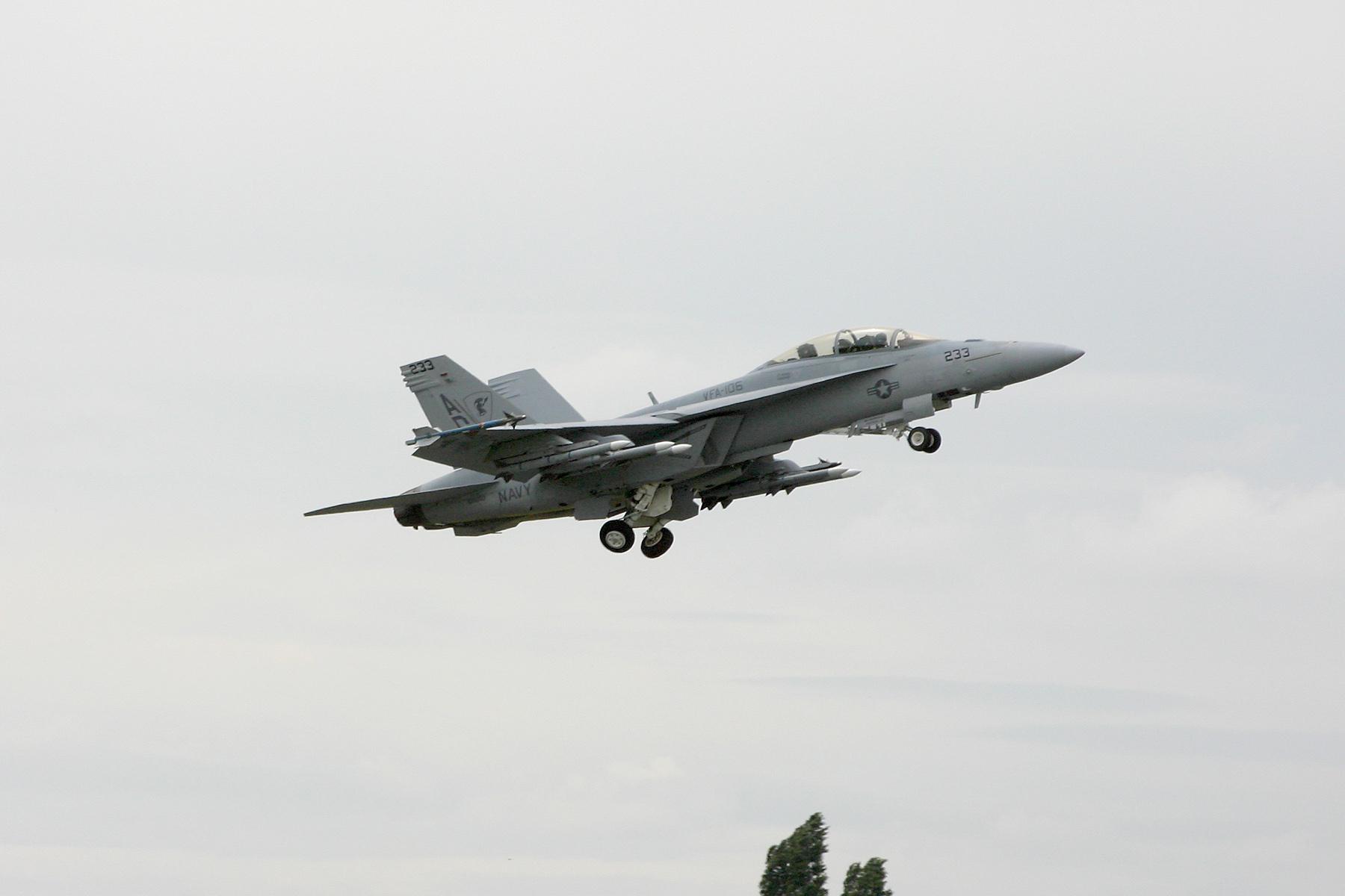 Décollage d'un F/A-18 Super Hornet