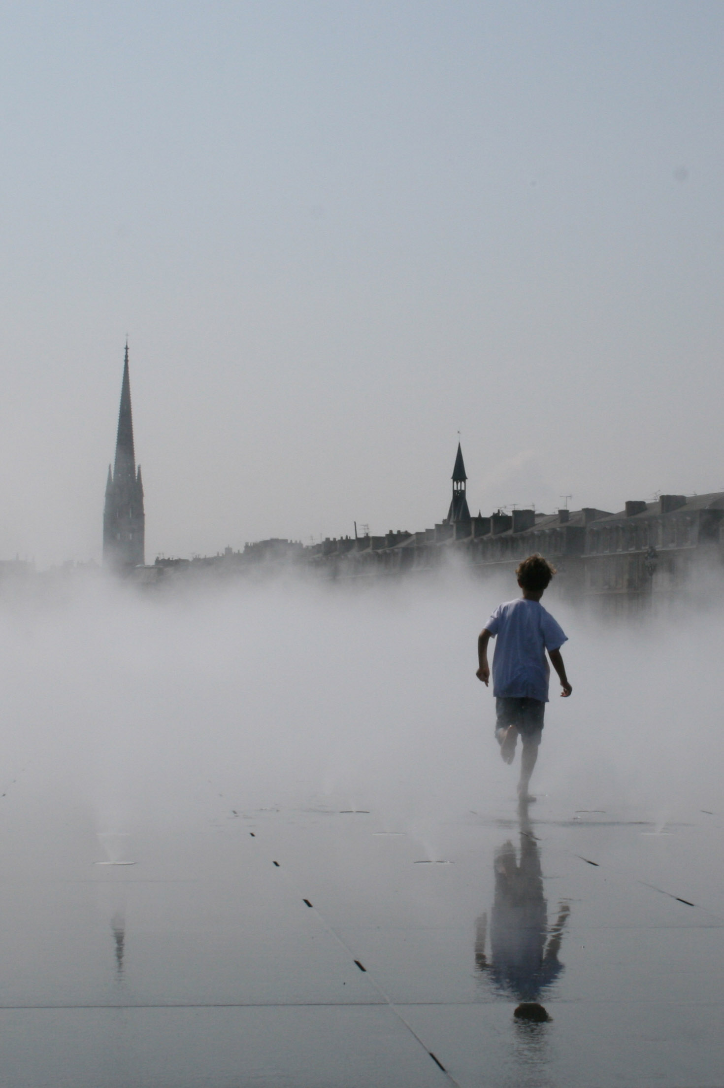 Enfant dans la brume