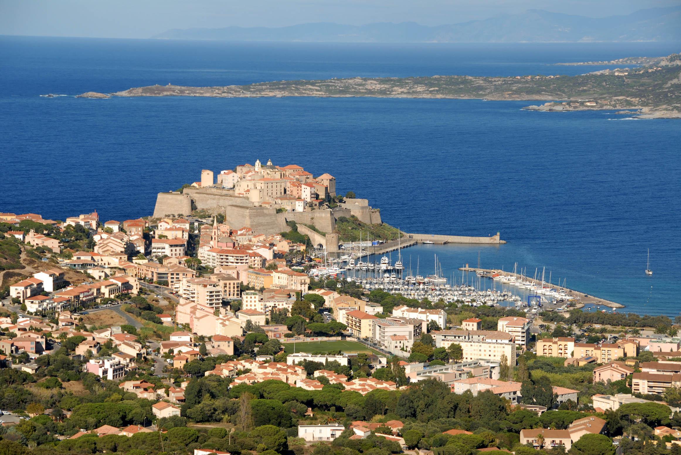 Les villes et la mer en Corse