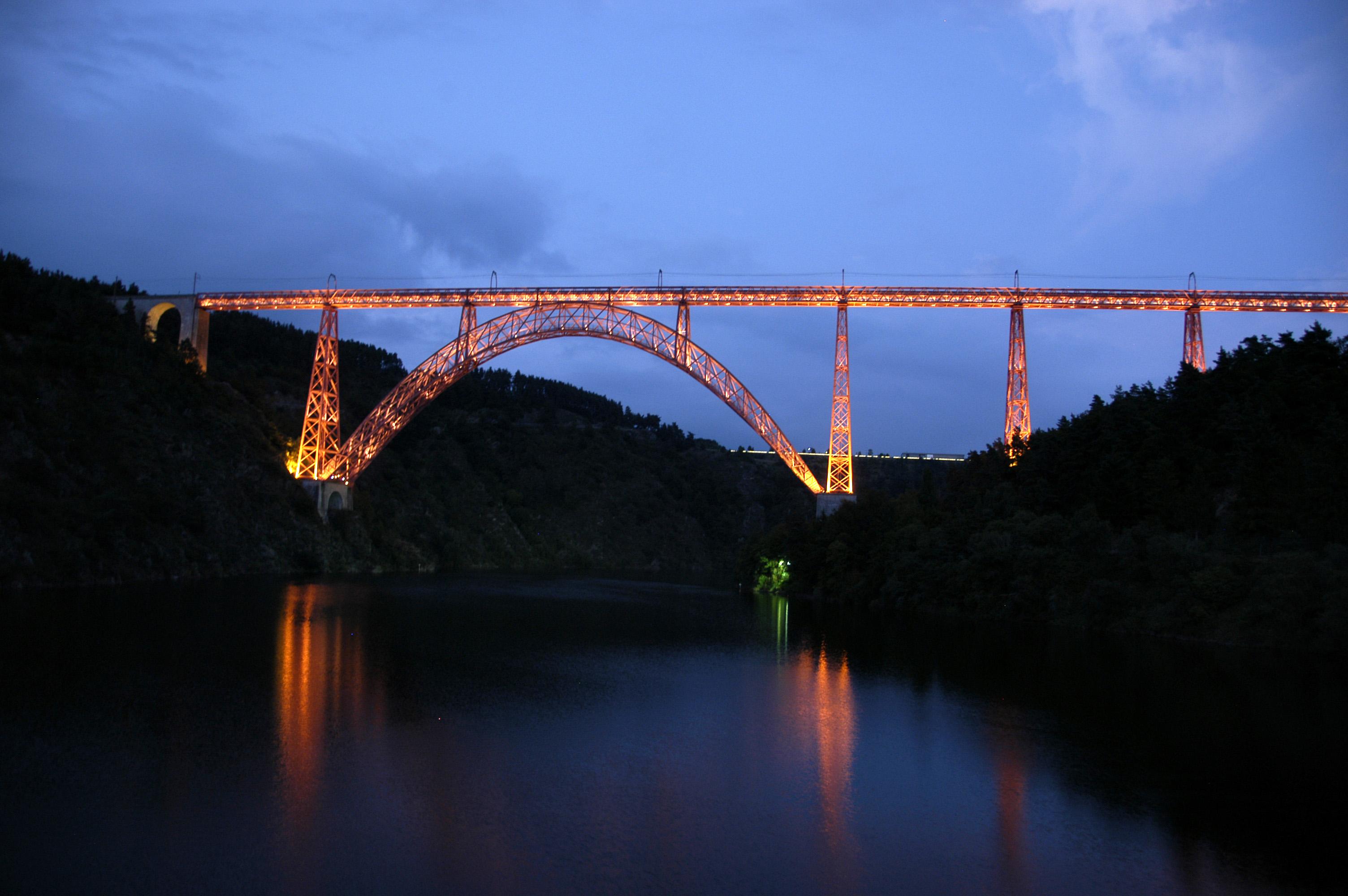 Viaduc de Garabit la nuit