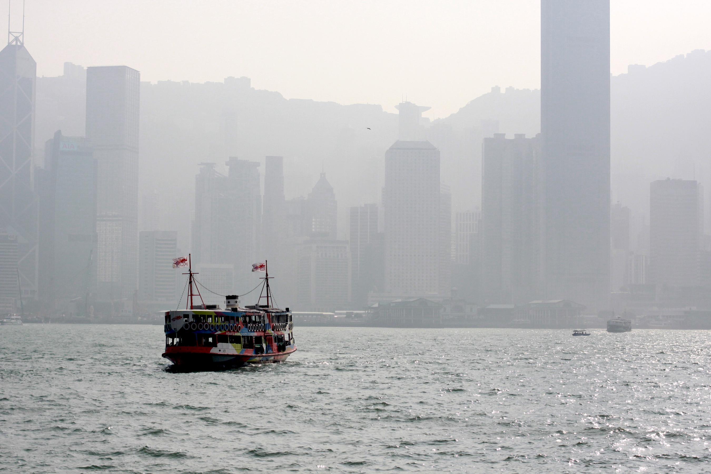 Ferry dans la baie de HK