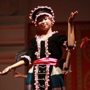 Danseuse en costume Hmong à Vientiane