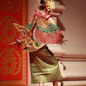 Danseuse laotienne vue de dos