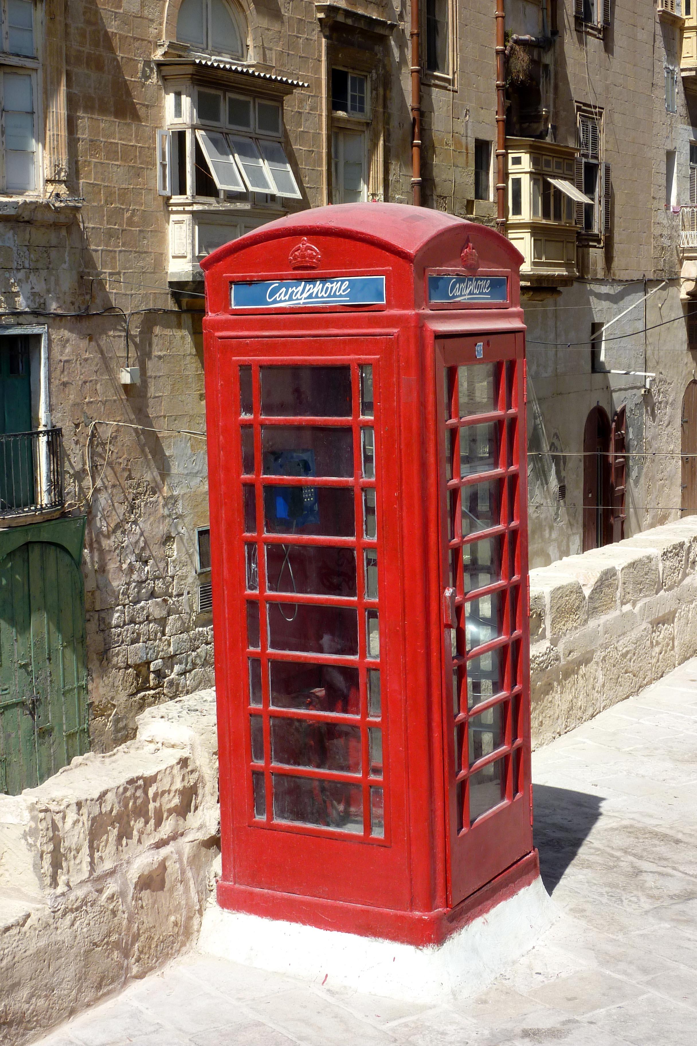 Cabine téléphonique anglaise à La Valette