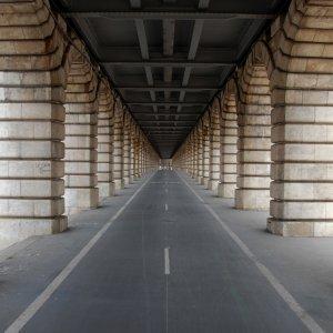 Sous le viaduc de Bercy