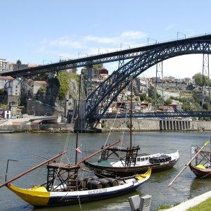 Barges au pont Dom-Luís