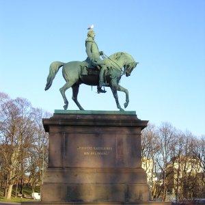 Mouette sur statue